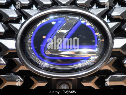 Genf, Switzerland. 06th Mar, 2019. A Lexus logo, taken on the second press day. The 89th Geneva Motor Show starts on 7 March and lasts until 17 March. Credit: Uli Deck/dpa/Alamy Live News - Stock Photo