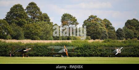 1918 Royal Aircraft Factory SE5a (l), reproduction Sopwith Dove (c) and reproduction Sopwith Snipe (r) at Old Warden airfield, Beds, UK. - Stock Photo