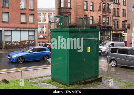 Air quality roadside monitoring box on High Street, Glasgow, Scotland, UK - Stock Photo