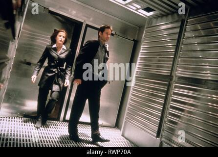 ANDERSON,DUCHOVNY, THE X FILES, 1998 - Stock Photo