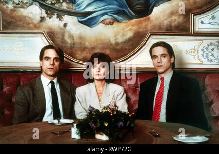 IRONS,BUJOLD,IRONS, DEAD RINGERS, 1988 - Stock Photo