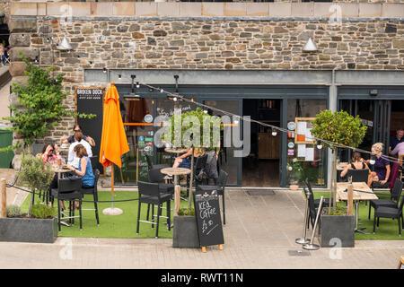 Pavement cafe restaurant Broken Dock, Millennium Promenade, Bristol, UK - Stock Photo