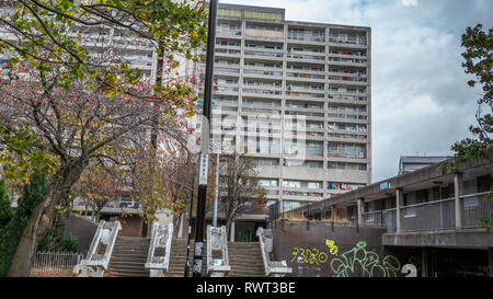 Leith Cables Wynd House or Banana Flats is an A listed apartment block in the Brutalist style is an example of excellence in modernist urban design - Stock Photo