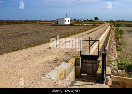 Small white house on The Ebro Delta nature reserve, near Amposta, Catalunya, Spain - Stock Photo