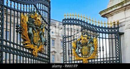 The huge gate of the Buckingham Palace is open. Palace police and guards have opened the gate for the ceremony - Stock Photo