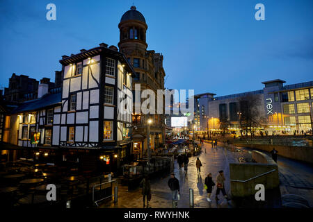 Rebuilt Old Wellington Inn and Sinclair's Oyster Bar at Exchange Square, Shambles Square,  Manchester city centre - Stock Photo