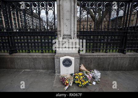National memorial outside Palace of Westminster in tribute to PC Keith Palmer who was stabbed by Khalid Masood on duty on the forecourt of the Palace. - Stock Photo