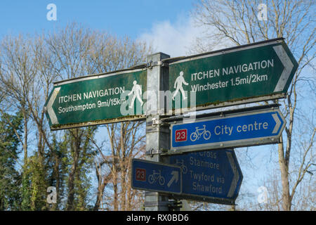 Signpost on the Itchen Navigation near Winchester, and National Cycle Route Network 23, in Hampshire, UK - Stock Photo