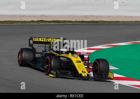 Barcelona, Spain. 21st February, 2019 - Daniel Ricciardo from Australia with 03 Renault F1 Team RS19 on track during F1 Test. - Stock Photo