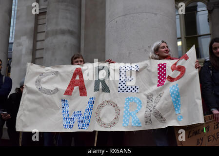 Bank of England, London, UK. 8th March 2019. Feminists for Women's Strike, protesting outside the Bank of England  on International Women's Day. Credit: Matthew Chattle/Alamy Live News - Stock Photo
