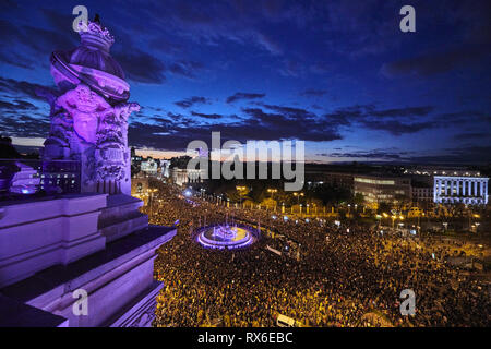 Madrid, Spain. 8th Mar, 2019. Aerial view of Cibeles square as thousands of women take to the streets during a demonstration marking International Women's Day. Women demand equal working rights and an end to violence against women in Spanish society during a march to celebrate International Women's Day. Credit: Jack Abuin/ZUMA Wire/Alamy Live News - Stock Photo