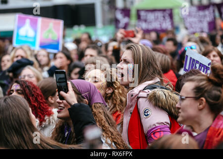 Brussels, Belgium. 8th Mar, 2019. People take part in a women's strike in Brussels, Belgium, March 8, 2019. Thousands of women went on strike across Belgium on International Women's Day to campaign for women's rights and gender equality, local media reported. Credit: Zhang Cheng/Xinhua/Alamy Live News - Stock Photo