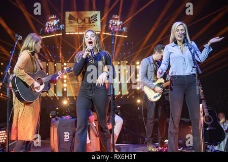 London, UK. 8th March 2018.  Runaway June consisting of vocalists Naomi Cooke(C), Hannah Mulholland(L), and Jennifer Wayne(R) performing on the Spotlight Stage on day 1 of  C2C: Country to Country at the O2 Arena, Uk, Credit: Jason Richardson / Alamy Live News - Stock Photo