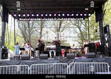 New York, USA. 08 May, 2016. Benjamin 'BeBe' Winans at The Sunday, May 8, 2016 Gospel Concert  at LeFrak Center at Lakeside in New York, USA. Credit: Steve Mack/S.D. Mack Pictures/Alamy - Stock Photo
