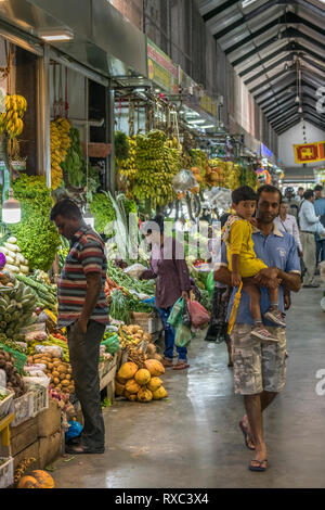 The colouful indoor market at Nuwara Eliya sells locally grown fresh fruit and vegetables. Nuwara Eliya, Sri Lanka. - Stock Photo