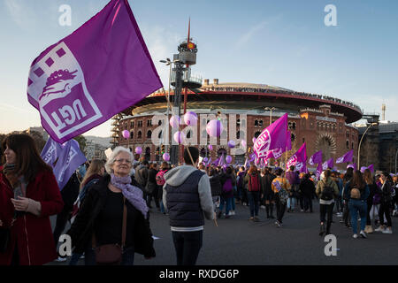 Barcelona, Spain. 09th Mar, 2019. People gather to mark the International Women's Day, in Barcelona, Spain on March 08, 2019. This is an inclusive demonstration and march for all women, where all supporters and allies of all genders are welcome. Credit: Oscar Dominguez/Alamy Live News - Stock Photo
