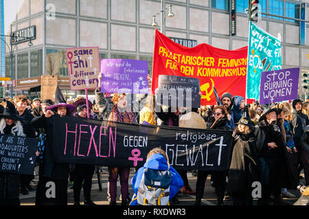 Berlin, Berlin, Germany. 8th Mar, 2019. A group of women are seen holding banners and placards during the protest.Thousands of people celebrate the international women´s day with protests demanding for women rights in berlin. Credit: Lorena De La Cuesta/SOPA Images/ZUMA Wire/Alamy Live News - Stock Photo