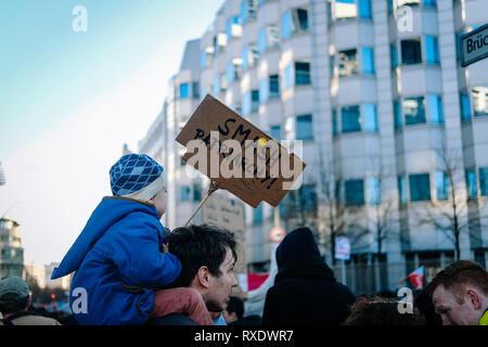 Berlin, Berlin, Germany. 8th Mar, 2019. A kid seen holding a placard saying smash patriarchy during the protest.Thousands of people celebrate the international women´s day with protests demanding for women rights in berlin. Credit: Lorena De La Cuesta/SOPA Images/ZUMA Wire/Alamy Live News - Stock Photo