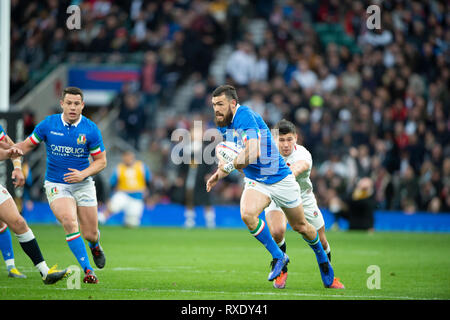 Twickenham, Gbr. 09th Mar, 2019. Twickenham, United Kingdom, Saturday, 9th March 2019, England's Ben YOUNGS, moves to tackle, Italy's, Jayden HAYWARD, during the Guinness Six Nations match, England vs Italy, at the RFU Rugby, Stadium, Credit: Peter SPURRIER/Alamy Live News - Stock Photo