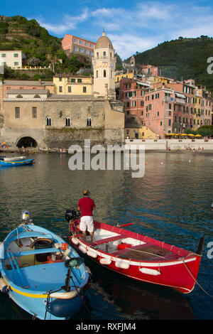 Sheltered port at Vernazza, a town and comune located in the province of La Spezia, Liguria, northwestern Italy. It is one of the five towns that make up the Cinque Terre region - Stock Photo