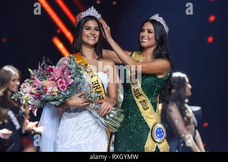 Sao Paulo, Brazil. 9th March 2019. Winner of Miss Brazil Julia Horta of 24 years Miss Minas Gerais and Miss Brazil 2018 Mayra Dias (of green) Be Emotion during contest Miss Brazil Be Emotion in the exhibition center São Paulo Expo in the south region of the city of São Paulo, 09. Credit: William Volcov/ZUMA Wire/Alamy Live News - Stock Photo