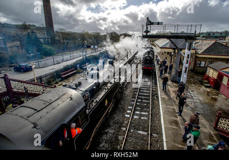 East Lancashire, UK. 10th Mar 2019. The annual East Lancashire Railway Spring Steam Gala attracted bumper crowds of rail enthusiasts from all over the country. The event featured more than half a dozen locomotives including some on loan for the weekend. Trains arrive on the platform at Ramsbottom Station in Lancashire. Picture by Paul Heyes, Sunday March 10, 2019. Credit: Paul Heyes/Alamy Live News - Stock Photo