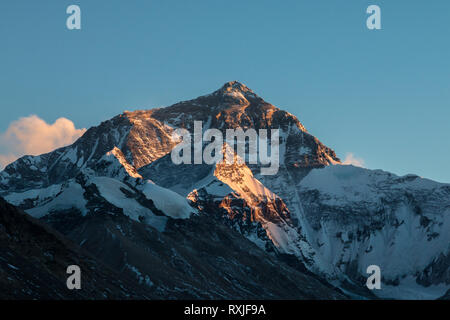 View of Mountain Everest, the highest peak on Earth, at sunset. Viewed from the north (Tibet) base camp. - Stock Photo