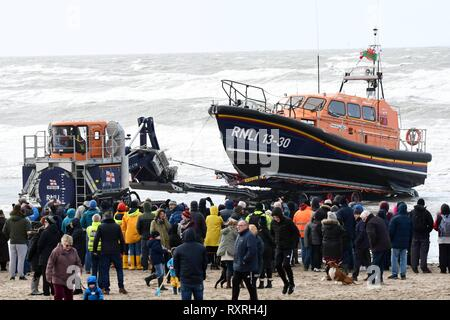 Sunday 10th March 2019, Barmouth, Gwynedd,  North Wales.  Barmouth's  brand new RNLI Shanon Lifeboat the Ella Larsen arives at Barmouth which is winshed in by the Shanon launch recovery system.  Picture ERfyl Lloyd Davies Photography Credit: Erfyl Lloyd Davies/Alamy Live News - Stock Photo