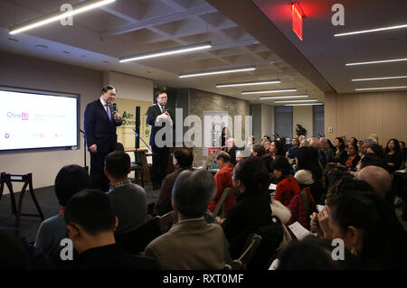 (190311) -- NEW YORK, March 11, 2019 (Xinhua) -- Yu Feng (1st L, Rear), president of the Central Conservatory of Music in Beijing, and Cai Jindong (2nd L, Rear), director of Bard College Conservatory of Music (BCCM)'s U.S.-China Music Institute, speak during the launch ceremony of an educational program on traditional Chinese music at the China Institute's headquarters in New York, the United States, on March 10, 2019. The New York City-based China Institute launched a new educational program on traditional Chinese music in partnership with the Bard College Conservatory of Music (BCCM) on Sun - Stock Photo