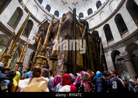 People lined up to visit where Jesus was resurrected in the Edicule at the Church of the Holy Sepulchre in Jerusalem, Israel. - Stock Photo