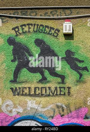 Graffiti, Refugees welcome, Fluechtlinge willkommen, Friedrichshain, Berlin, Deutschland - Stock Photo