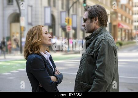 ANDERSON,DUCHOVNY, THE X-FILES, 2016 - Stock Photo
