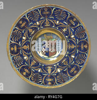 Plate with the Arms of the Vitelleschi Family, 1527. Maestro Giorgio Andreoli (Italian, 1465-70-aft 1553). Tin-glazed earthenware with gold luster (maiolica); diameter: 26.3 cm (10 3/8 in - Stock Photo