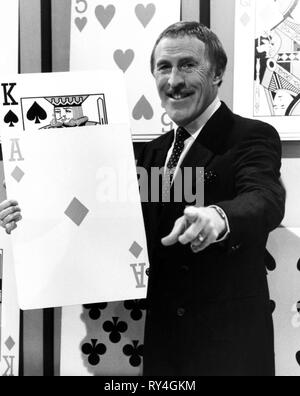 BRUCE FORSYTH, THE BRUCE FORSYTH'S PLAY YOUR CARDS RIGHT, 1985 - Stock Photo