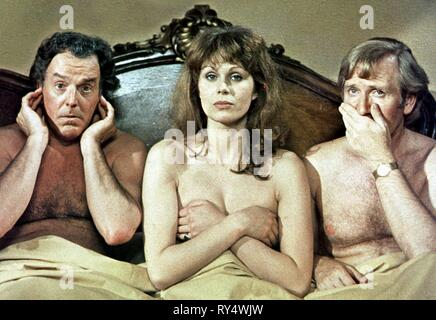BRIAN RIX, JOANNA LUMLEY,LESLIE PHILLIPS, DON'T JUST LIE THERE  SAY SOMETHING, 1973 - Stock Photo