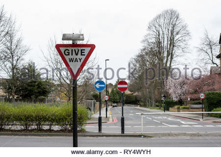 GIVE WAY road sign in England - Stock Photo