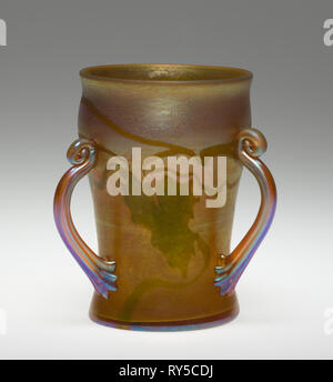 Three-Handled Beaker, c. 1900. Tiffany and Company (American), Louis Comfort Tiffany (American, 1848-1933). Favrile glass; overall: 11.9 x 10.2 cm (4 11/16 x 4 in - Stock Photo