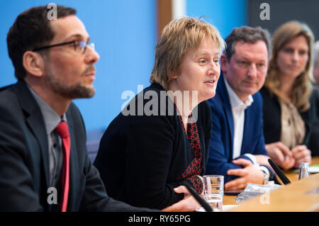 12 March 2019, Berlin: Volker Quaschning (l-r), Professor of Renewable Energy Systems at the HTW in Berlin, Karen Helen Wiltshire, Deputy Director of the Alfred Wegener Institute Helmholtz Centre for Polar and Marine Research, Eckart von Hirschhausen, physician and science journalist, and Maja Göpel, Secretary General of the German Advisory Council on Global Change, will take part in a press conference on student protests for climate protection. Thousands of pupils in Germany want to take part in demonstrations for better climate protection next Friday as well. Photo: Monika Skolimowska/dpa-Ze - Stock Photo