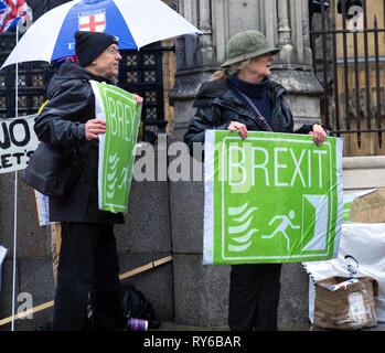 London, UK. 12th Mar, 2019. Pro - Brexit leave the European Union supporter protesting outside the Houses of Parliament. Credit: AndKa/Alamy Live News - Stock Photo