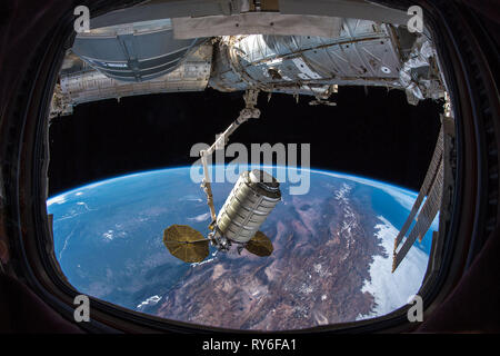 Cygnys spacecraft docked to the ISS (International Space Station), delivers research and supplies. Will depart Feb. 2019. - Stock Photo