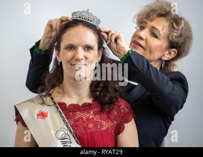 Erfurt, Germany. 13th Mar, 2019. The new Sausage Queen Jennifer Risch is crowned at the 23rd Thuringian Sausage Specialities Day by Birgit Keller (Linke), Minister for Infrastructure and Agriculture. The event takes place as part of the Thuringia exhibition (9.-17.3.) at Messe Erfurt. Credit: Michael Reichel/dpa/Alamy Live News - Stock Photo