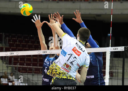 Gdansk, Poland March, 13th. 2019 Trefl Gdansk (Poland) v Zenit Kazan (Russia) CEV Champions League Men - Quarter Finals volleyball game. MACIEJ MUZAJ (12) of Trefl Gdansk is seen in action against ARTEM VOLOVICH (4) of Zenit-Kazan © Vadim Pacajev / Alamy Live News Stock Photo