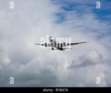 GERMANY, FRANKFURT - SEPTEMBER 06, 2015: Boeing 787-8 Dreamliner, N26910 of United Airlines flies in the sky - Stock Photo