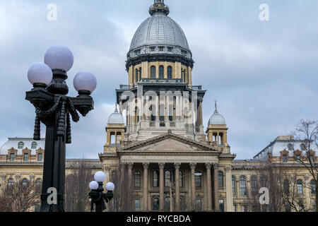 Morning light on the state capitol building in Springfield, Illinoi - Stock Photo