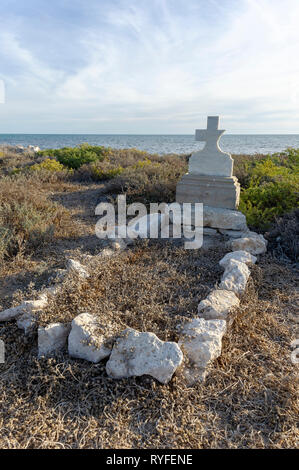An abandoned gravesite on Big Rat Island, Houtman Abrolhos. The Houtman Abrolhos islands lie 60 kilometres off the coast of Geraldton in Western Austr - Stock Photo