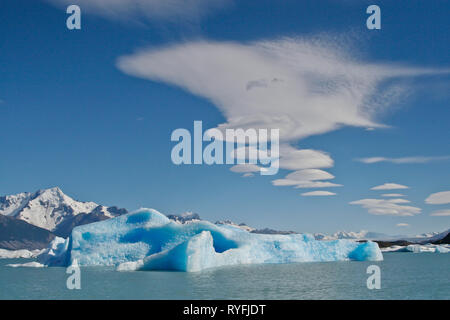 Large blue icebergs float on the waters of Lago Argentino lake, El Calafate. Argentina - Stock Photo