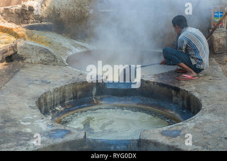 HIMACHAL PRADESH, INDIA. juice of the sugar cane plant is transfomed to crystalline cane sugar by boiling - Stock Photo