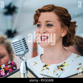 Woodhall Spa 1940s Festival - Military Wives Choir singing n traditional 1940s outfits - Stock Photo