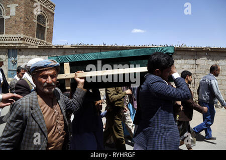 (190314) -- SANAA, March 14, 2019 (Xinhua) -- People carry a coffin of a child who was killed in an airstrike in Hajjah province during a funeral procession, in Sanaa, Yemen, on March 14, 2019. (Xinhua/Mohammed Mohammed) - Stock Photo