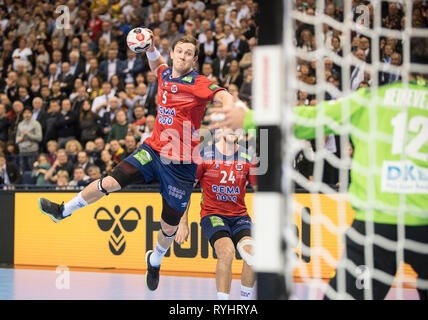 Hamburg, Deutschland. 25th Jan, 2019. goal throw Sander SAGOSEN l. (NOR) versus goalkeeper Silvio HEINEVETTER (GER), action, semi-final Germany (GER) - Norway (NOR) 25 - 31, on 25.01.2019 in Hamburg/Germany. Handball World Cup 2019, from 10.01. - 27.01.2019 in Germany/Denmark. | usage worldwide Credit: dpa/Alamy Live News - Stock Photo